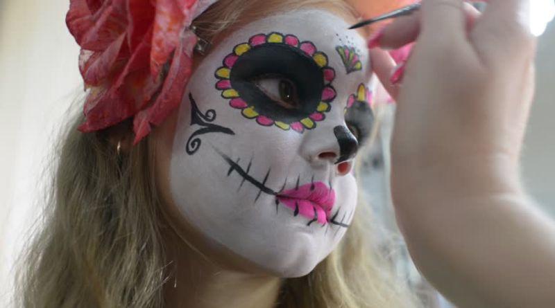 Sicurezza bambini: i consigli per evitare guai e allergie con trucchi di Carnevale