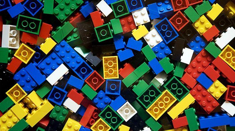 LEGO compie 60 anni: 15 curiosità sui noti mattoncini che forse non sapevi