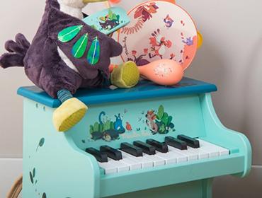 Strumenti musicali giocattolo in legno